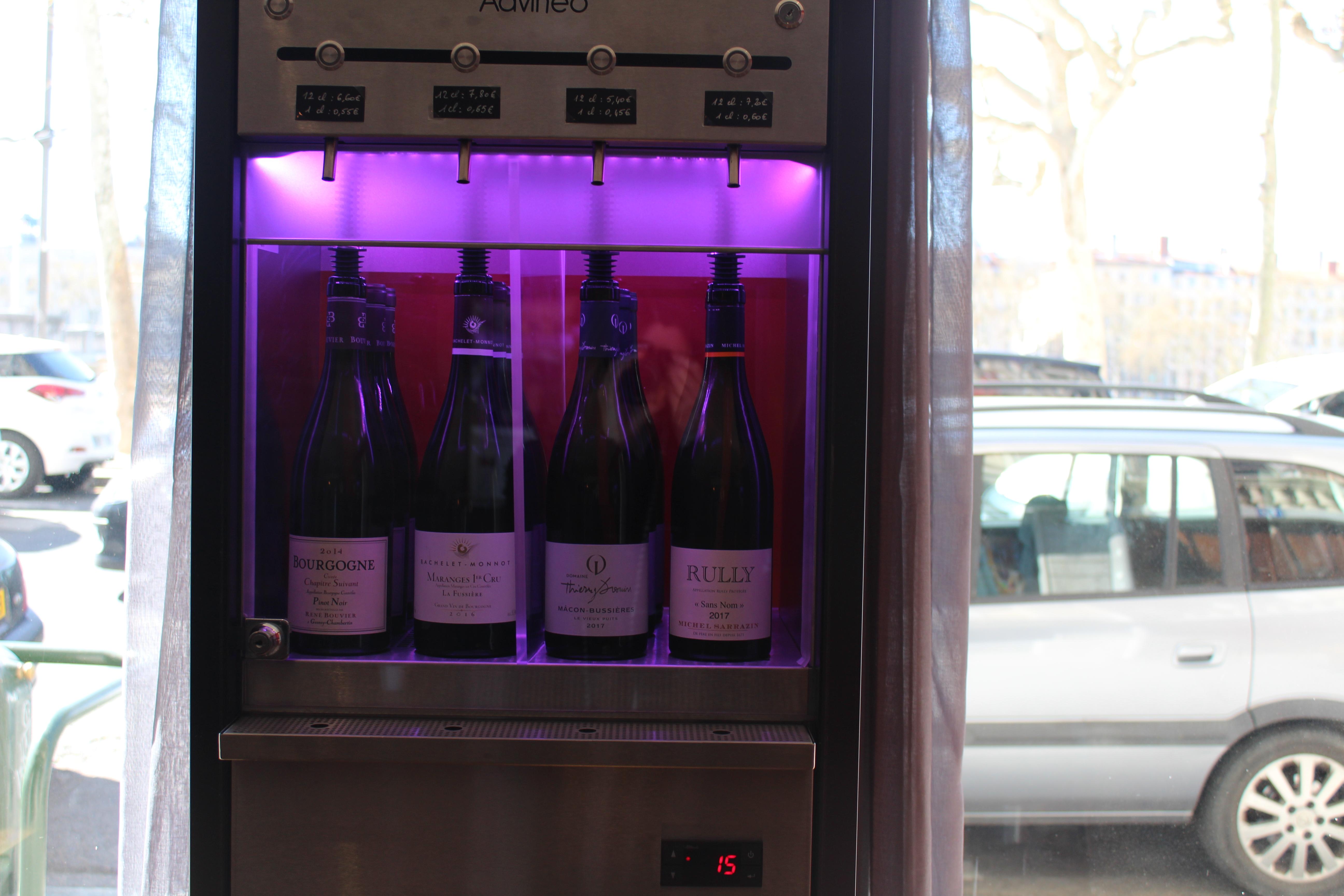 Distributeur à vin
